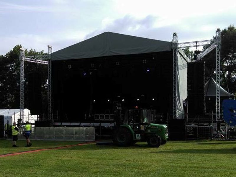Cheap stage truss system