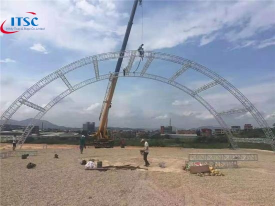 Tunnel roof stage truss